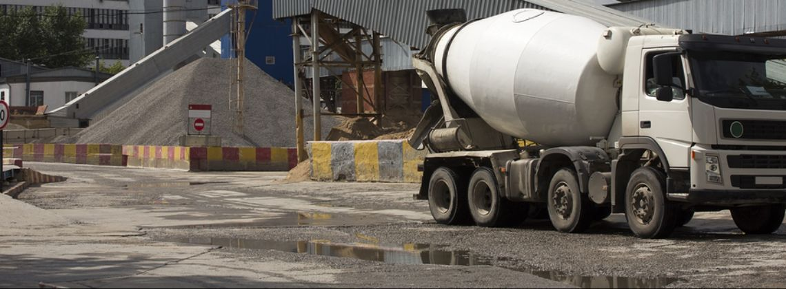 Terrifying Collisions Involving Cement Mixer Drivers