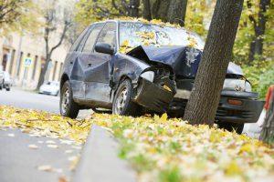 Car crashed into a Marietta tree